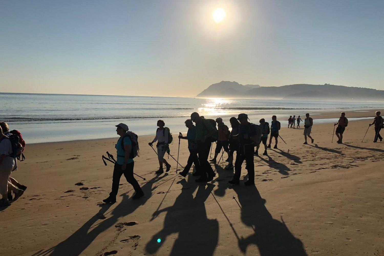Pilger am Strand von Laredo
