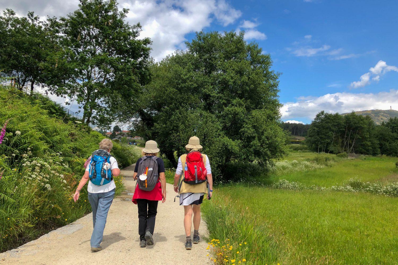 drei Pilgerinnen auf dem Camino Portugues